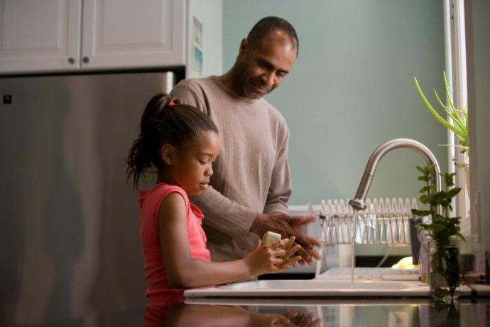 Pai e mãe: Duas Maneiras de Educar?